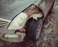 Samochód rozbijający szczegół Przód łamający część samochód obrazy royalty free
