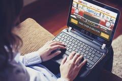 Samochód rozdziela handel elektroniczny stronę internetową Zdjęcia Royalty Free