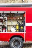 Samochód strażacki jest czerwony Ogień i sprzęt ratowniczy w samochodzie strażackim zdjęcie stock
