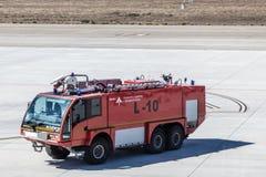 Samochód strażacki przy lotniskiem Obraz Royalty Free