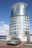 samochód urzędu budynku. Zdjęcia Royalty Free