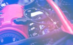 Samochód usługi mistrzowie rozwiązują problem praca electrics w silniku dla swój dalszy pomyślnej operacji fotografia stock