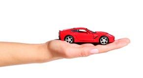 Samochód w żeńskiej ręce odizolowywającej na bielu Zdjęcie Stock
