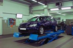 Samochód w automobilowej usługa zdjęcie stock