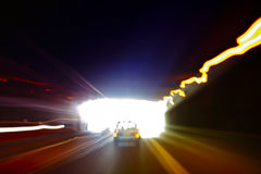 Samochód wychodzi ciemnego tunel Obraz Royalty Free