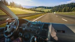 Samochodowa deska rozdzielcza i kierownica wśrodku samochodu Zdjęcie Stock