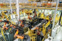 Samochodowa linia produkcyjna robot obraz stock