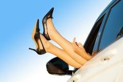 samochodowa nóg samochodowy nadokienna kobieta obrazy royalty free