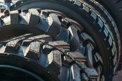 Samochodowa opona lub gumowa opona toczymy dla ciężarówek Zdjęcie Royalty Free
