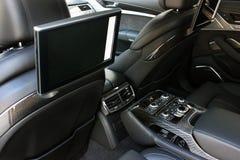 Samochodowa wewnętrzna luksus usługa Samochodowi wnętrze szczegóły elektronika fotografia royalty free