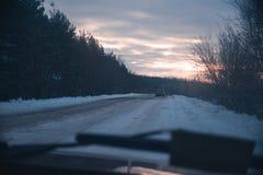 Samochodowa wycieczka na zima pogodnym wieczór Obrazy Stock