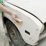 Samochodowego ciała pracy auto naprawy farba po wypadku Zdjęcia Stock