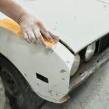 Samochodowego ciała pracy auto naprawy farba po wypadku Obrazy Stock