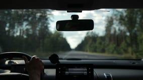 Samochodowego dogonienia duża ciężarówka na autostradzie zbiory wideo