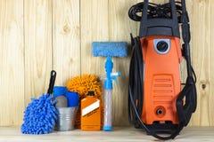 Samochodowego obmycia wyposażenie lub samochodu cleaning produkt tak jak płuczka, szklany cleaner i muśnięcie z mitenkami microfi fotografia stock