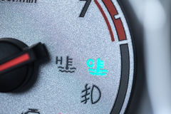 Samochodowego silnika chłodno światło na samochodowej junakowanie deski metrowym wymierniku Obraz Royalty Free
