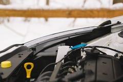 Samochodowego silnika zbliżenie z kopii przestrzenią Plenerowa fotografia w zimie Obrazy Stock