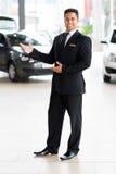 Samochodowego sprzedawcy witać Obraz Royalty Free