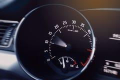 samochodowej konsoli deski rozdzielczej elektroniczna nawigacja target7_0_ Szybkościomierz, pokaz obraz royalty free