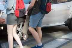 Samochodowi doesn ` t przepustki pedestrians Zdjęcie Royalty Free