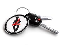 Samochodowi klucze z pasa bezpieczeństwa znakiem na keyring Pojęcie dla klamry w górę samochodowego bezpieczeństwa Fotografia Stock