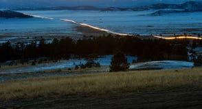 Samochodowi reflektory i taillights pokazują ruch drogowego nad Wilkerson przepustką, Kolorado obrazy stock