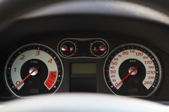 Samochodowi wewnętrzni deska rozdzielcza szczegóły z przejaw lampami Obrazy Royalty Free