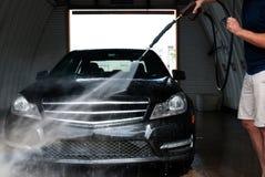 samochodowy czystości zakończenia pojęcie w górę domycia Mężczyzna pracownika płuczkowy samochód fotografia royalty free