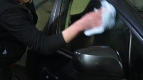 samochodowy czysty wąż elastyczny maszyny gąbki obmycie Samochodowego obmycia pracownik myje samochód Samochodowego obmycia praco zbiory