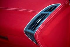 Samochodowy deflektor Samochodowi wnętrze szczegóły Czerwony i czarny alcantara z zaszywaniem zdjęcia royalty free