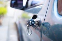 Samochodowy drzwi i klucz zdjęcia stock