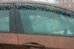 Samochodowy drzwi przez podeszczowych kropel Obraz Royalty Free