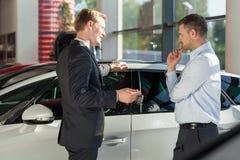 Samochodowy faktorski pokazuje pojazd obraz stock