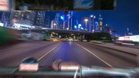 Samochodowy jeżdżenie na ulicie przy wysokich prędkościach, dogonienie inni samochody fotografia royalty free