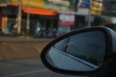 Samochodowy lustro gdy podróżujący Zdjęcie Royalty Free