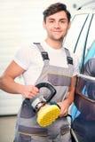 Samochodowy mechanik przy stacją obsługi Fotografia Royalty Free