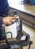Samochodowy mechanik z wyrwaniem Zdjęcia Royalty Free