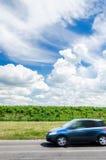 Samochodowy mknięcie wzdłuż wiejskiej drogi fotografia royalty free