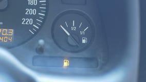 Samochodowy niski poziom paliwo zdjęcie wideo