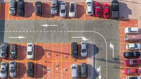 Samochodowy parking przeglądać timelapse z góry, widok z lotu ptaka zdjęcie wideo