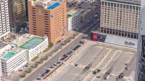 Samochodowy parking przeglądał z góry timelapse, Powietrzny odgórny widok Dubaj, UAE zbiory