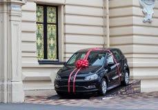 Samochodowy prezent Volkswagen Polo Obrazy Royalty Free