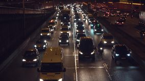 Samochodowy ruch drogowy na drodze zdjęcie wideo