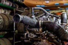 Samochodowy silnik, pojęcie nowożytny pojazdu silnik z metalem, chrom, obraz royalty free