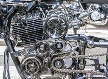 Samochodowy silnik, pojęcie nowożytny pojazdu silnik z metalem, chrom, plastikowe części, przemysł ciężki fotografia royalty free