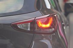 Samochodowy tylni światło na istnej ruch drogowy drodze obrazy stock