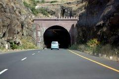 samochodowy wchodzić do tunel Zdjęcia Royalty Free