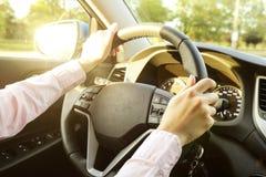 Samochodowy wnętrze z żeńskim kierowcy obsiadaniem za kołem, miękki zmierzchu światło Luksusowa pojazd deska rozdzielcza, elektro Obrazy Stock