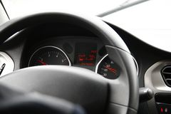 Samochodowy wnętrze z kierowcą, samochodowa deska rozdzielcza i kontrola, royalty ilustracja