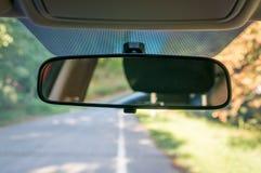 Samochodowy wnętrze z tylni widoku przednią szybą i lustrem Obrazy Stock